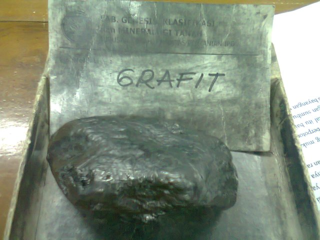 Grafit merupakan mineral yang menjadi bahan baku utama mata pensil.